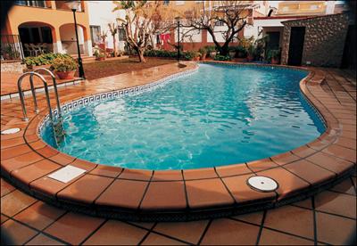 Клинкерная плитка вокруг бассейна интерьер на улице